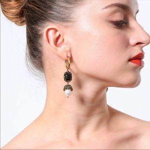 Crystal pearl and Resin piercing Earrings